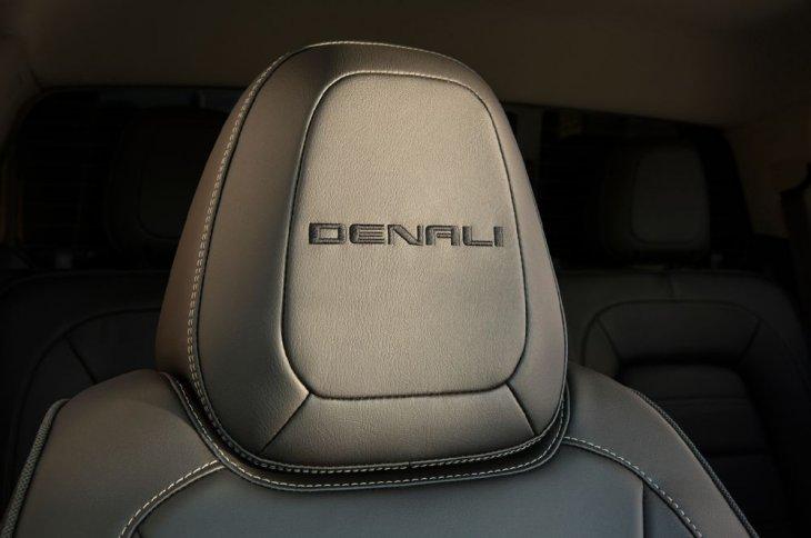 Более роскошный GMC Canyon Denali, для перевозки грузов и буксировки