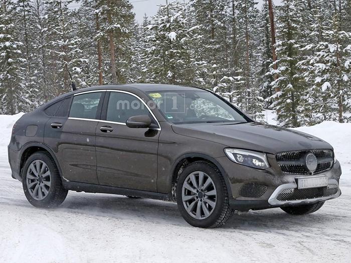 В сети появилось первое видео авто Mercedes GLC Coupe