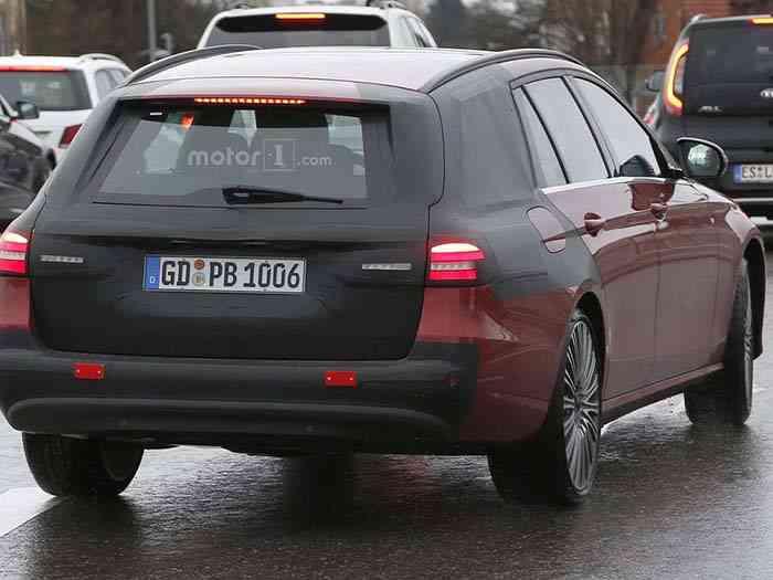 Универсальный Mercedes-Benz E-класса будет представлен этим летом