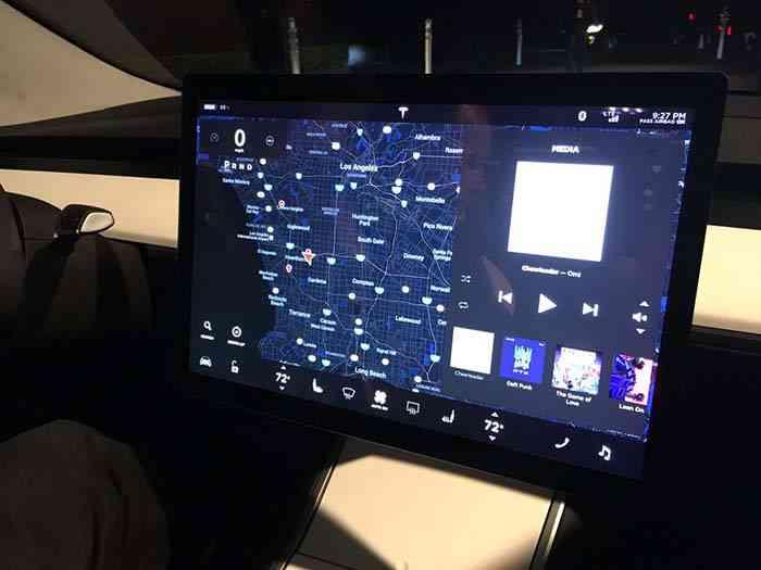 Новая Tesla Model 3, которая стоит 35 тыс. долларов