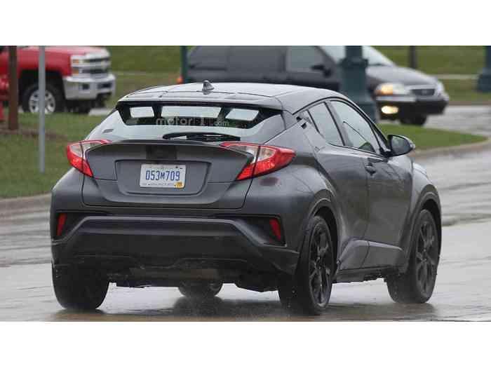 Toyota тестирует компактный кроссовер C-HR