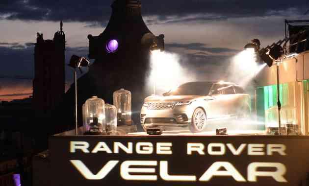 Land Rover провёл премьеру кроссовера RR Velar на крыше в центре Парижа