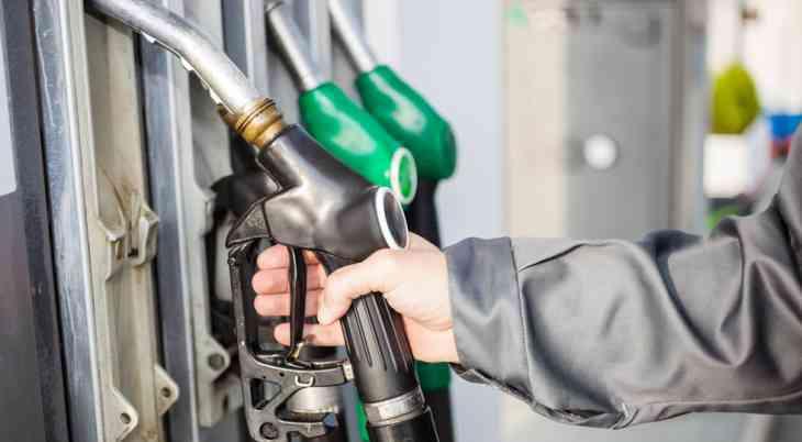 Цены на бензин в России выросли за майские праздники