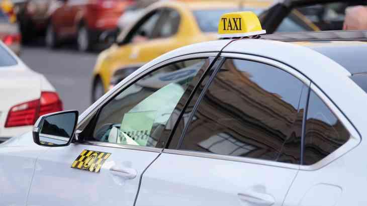 Автошколы помогут иностранным водителям заменить национальные права на российские