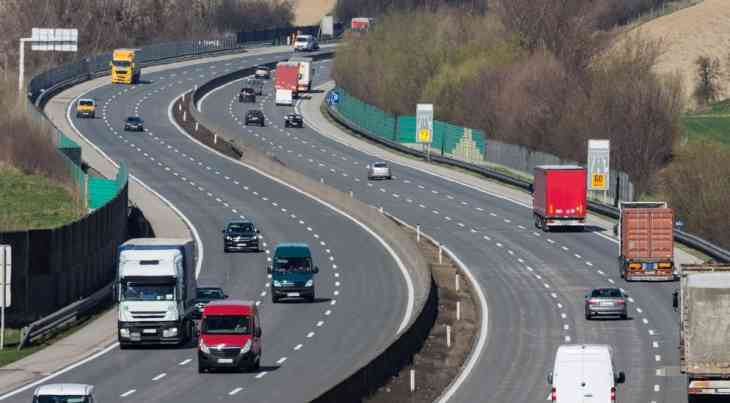 Трасса М11 на три дня станет бесплатной для красных автомобилей