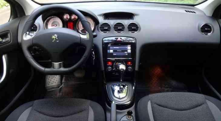 Обновлённый Peugeot 408 для России: «живые» фото и полный прайс-лист