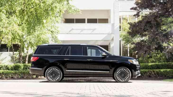 Lincoln назвал цены на Navigator 2018 модельного года
