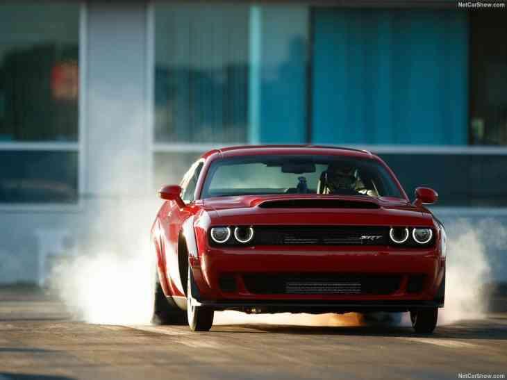 Шины Dodge Challenger Demon трескаются при низкой температуре