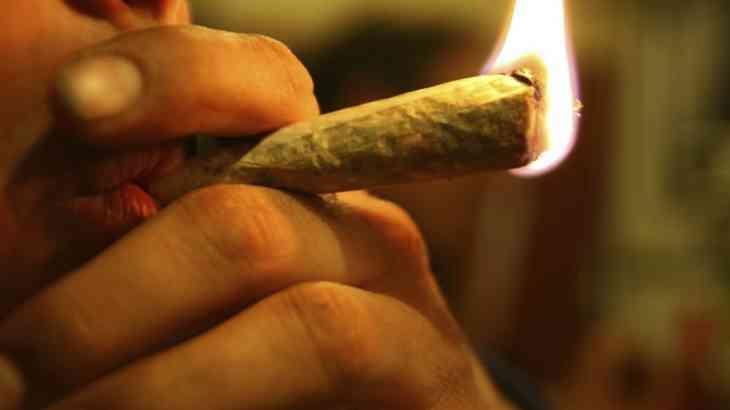 Доказана опасность курения марихуаны за рулем