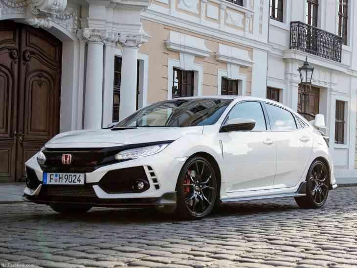 Первые тесты Honda Civic Type-R: комфортный и быстрый хот-хэтч
