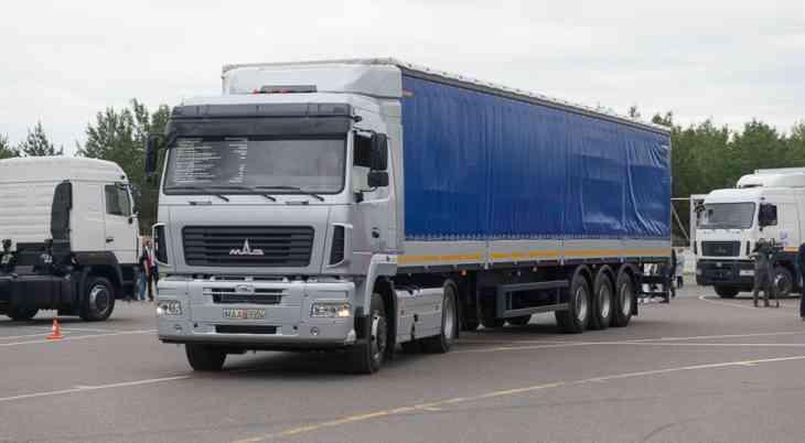 Двигатели грузовых машин Mercedes-Benz в РФ будет обслуживать МАЗ