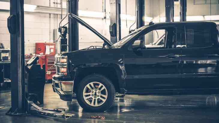 О приоритете ремонта над выплатами в ОСАГО знают только 38% автовладельцев