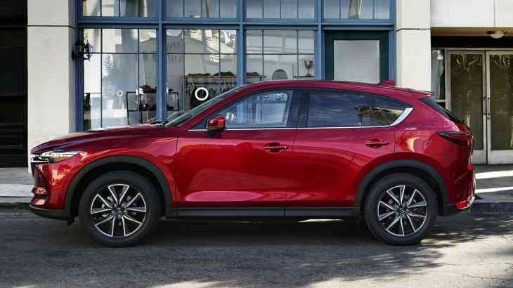 Мировые продажи Mazda падают, производство растет