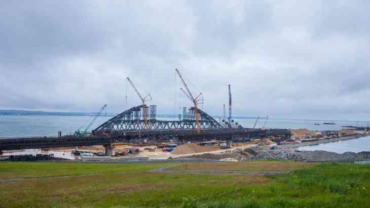 «Крымский» мост готов более чем наполовину