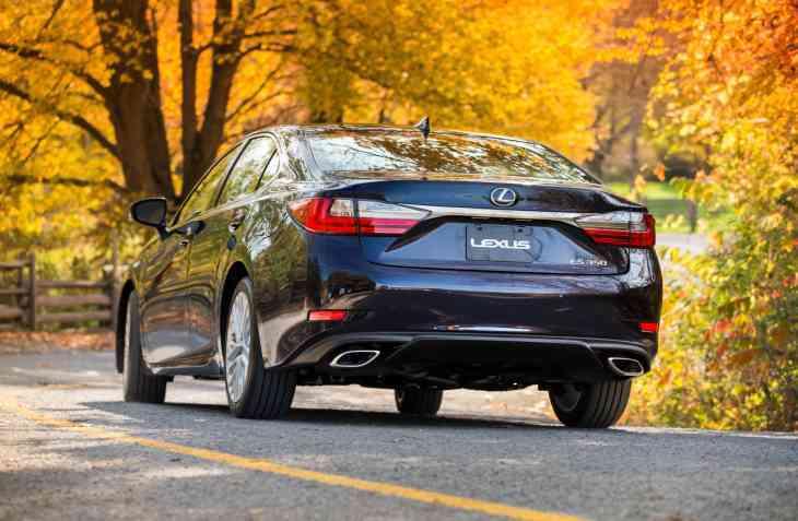 У седанов Lexus ES 350 обнаружился дефект рулевого управления