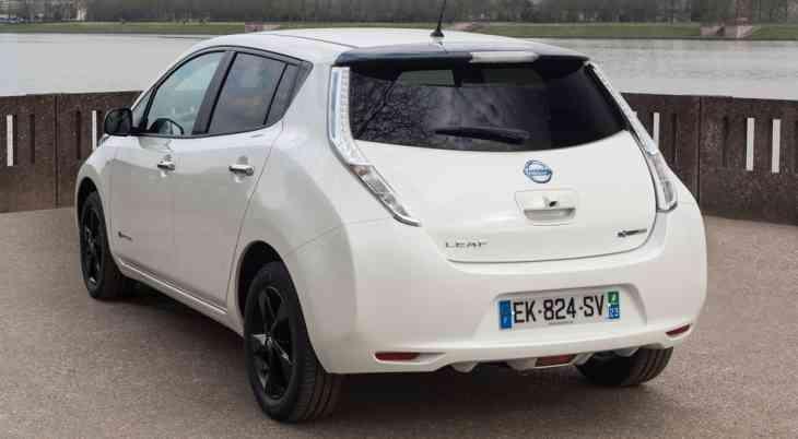 Новая модель Nissan: ещё один тизер и дата премьеры