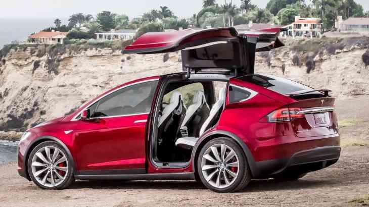 Tesla сделала «пятидверку» Model S и кроссовер Model X еще быстрее