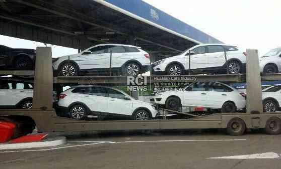 В Сети появились живые фото Lada Vesta SW Cross