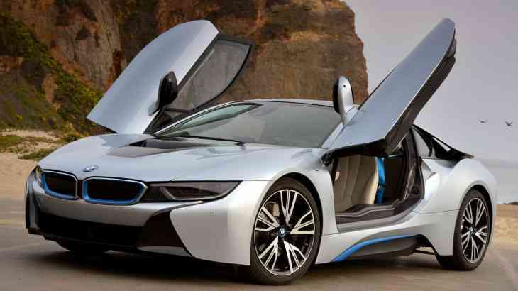 Появилось первое официальное видео с родстером BMW i8