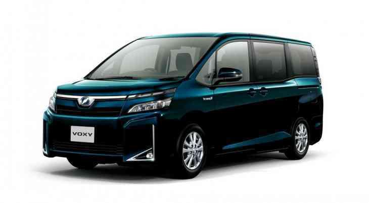 Toyota обновила минивэны Noah, Voxy и Esquire
