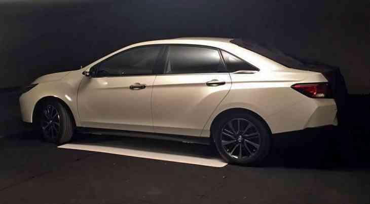 Появились новые фото седана совместного бренда Nissan и Dongfeng