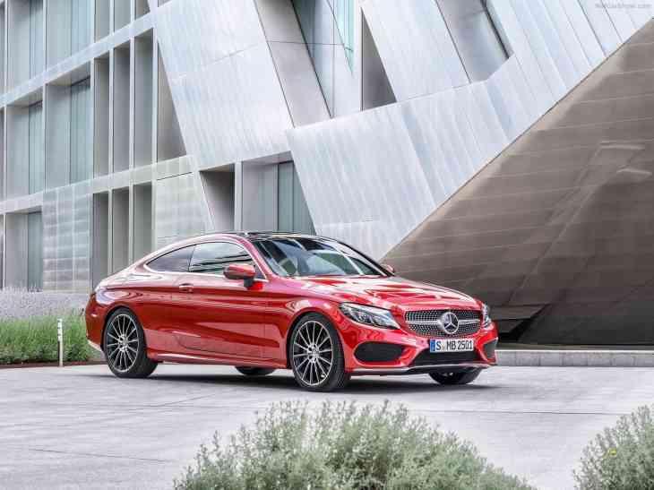 Mercedes-Benz удивляет продажами автомобилей E-Class