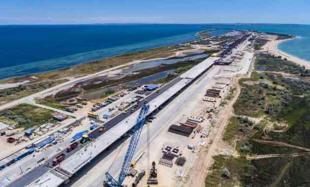 Первый асфальт появился на мосту через Керченский пролив