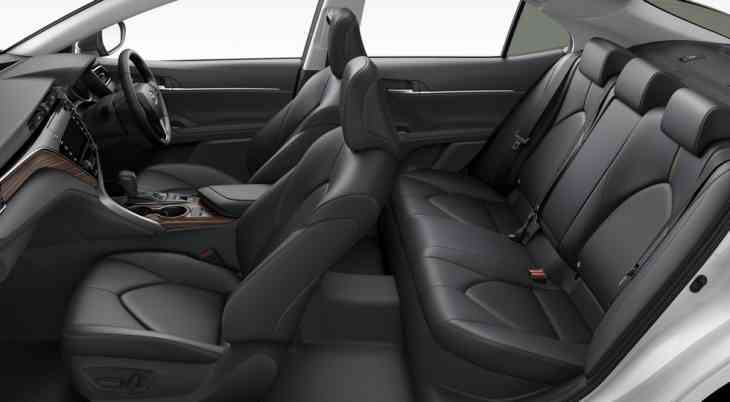 Toyota запускает в продажу Camry нового поколения