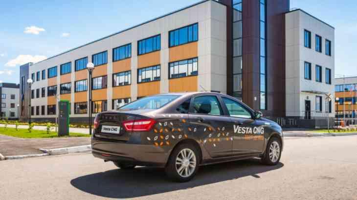 «Газовая» Lada Vesta поступает в продажу в России