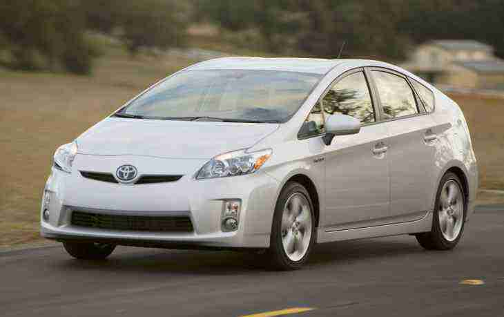 Toyota готовит стратегию перехода на электромоторы